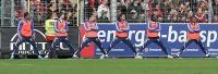 Die Ersatzspieler von Schalke 04 beim Stretching
