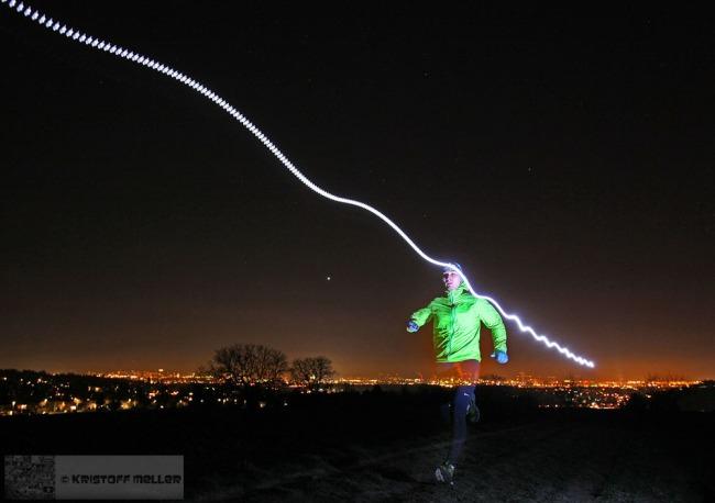 Nächtliche Laufeinheit mit Blick auf die Lichter von Basel