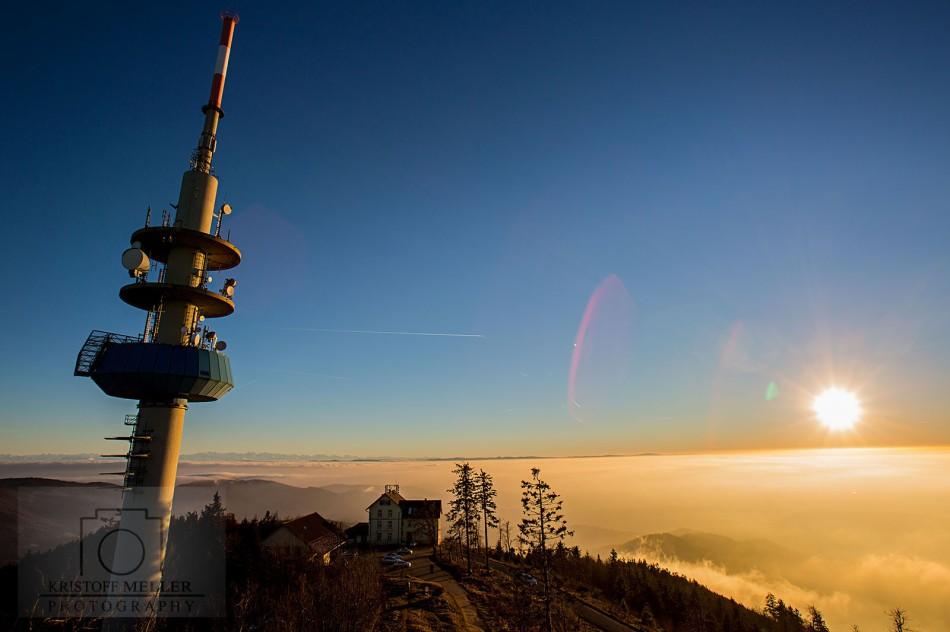 Der Funkturm am Gipfel und das Hotel Hochblauen